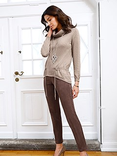 Wide Turtleneck Sweater product image (506537.BR.1M)